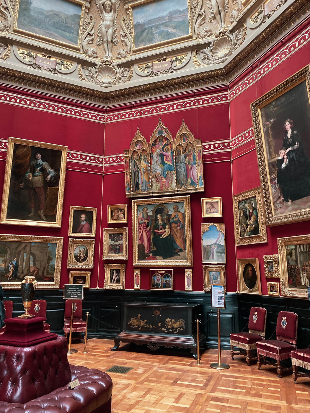 une-bonne-maison-chantilly-castle-french-chateau-paintings-gallery