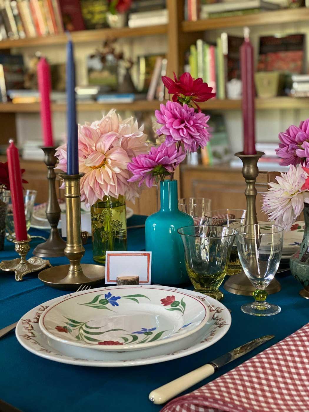 dresser-table-art-dahlias-tablescape-how-to-set-table-vt-03