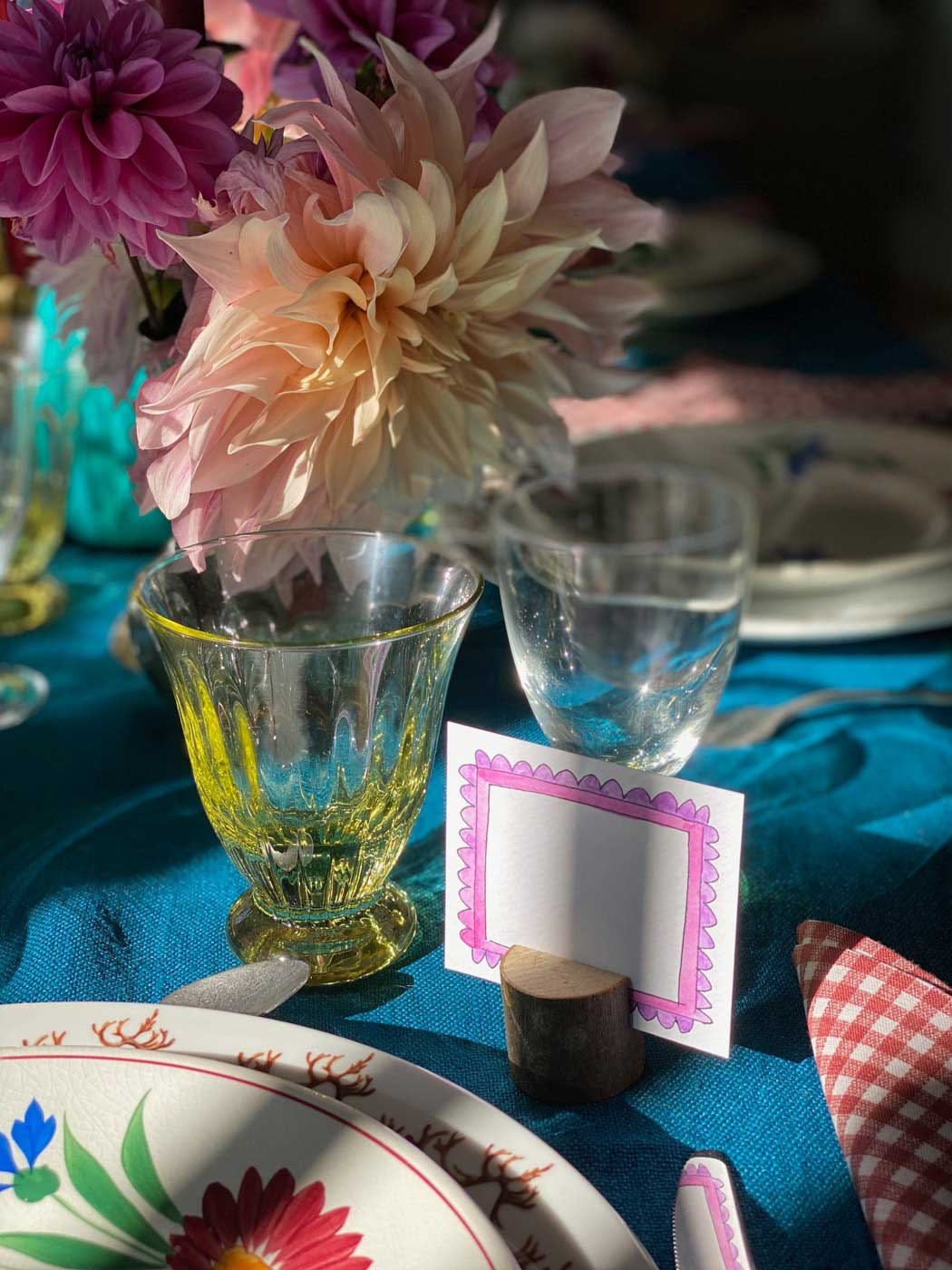 dresser-table-art-dahlias-tablescape-how-to-set-table-vt-09