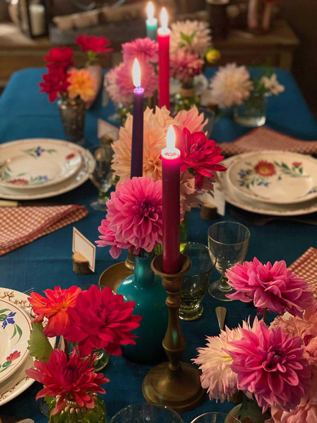 dresser-table-art-dahlias-tablescape-how-to-set-table-vt-33