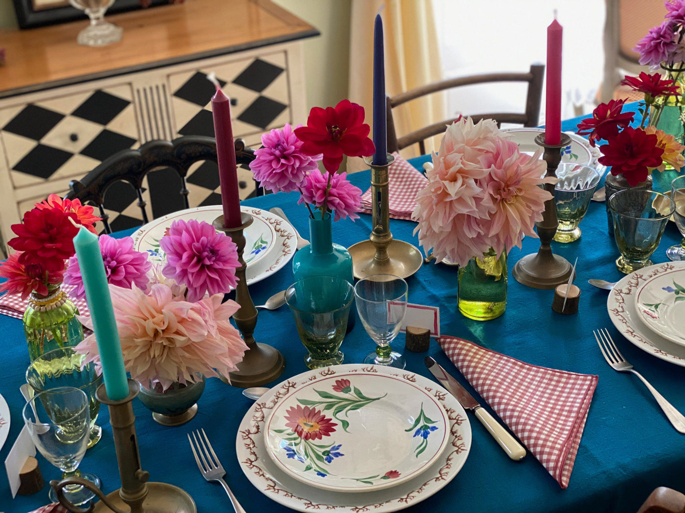 dresser-table-art-dahlias-tablescape-how-to-set-table-06
