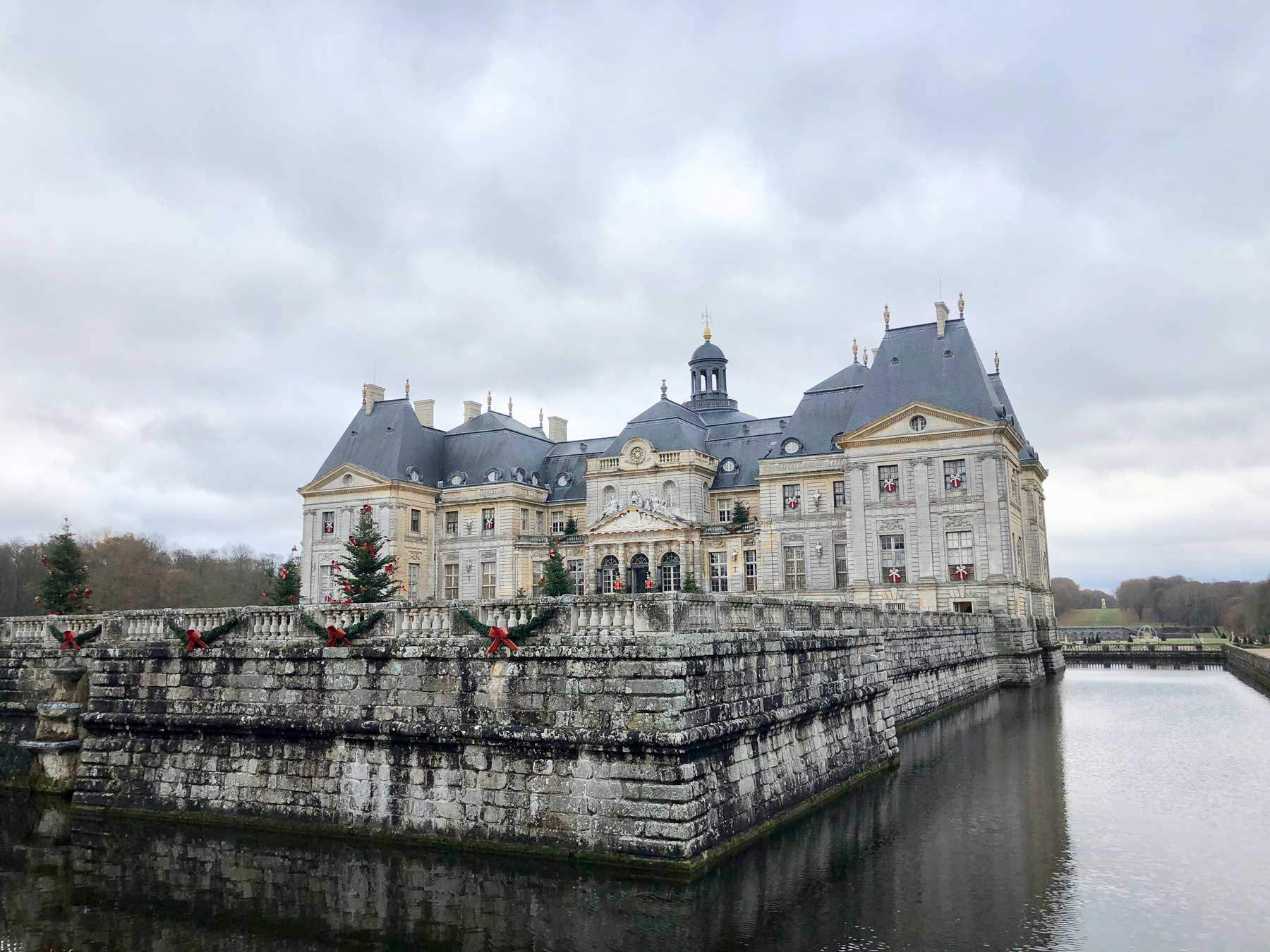 french-castle-vaux-christmas