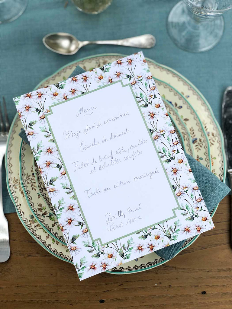 summer-table-setting-flower-pattern-menu-detail
