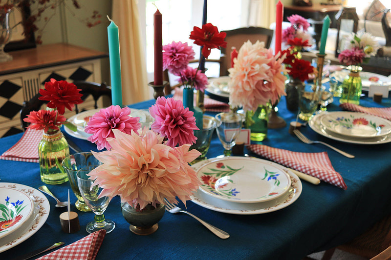 dresser-table-art-dahlias-tablescape-how-to-set-table-02