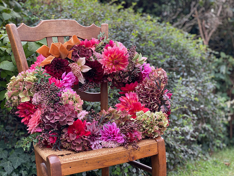 comment-realiser-couronne-de-dahlias-tuto