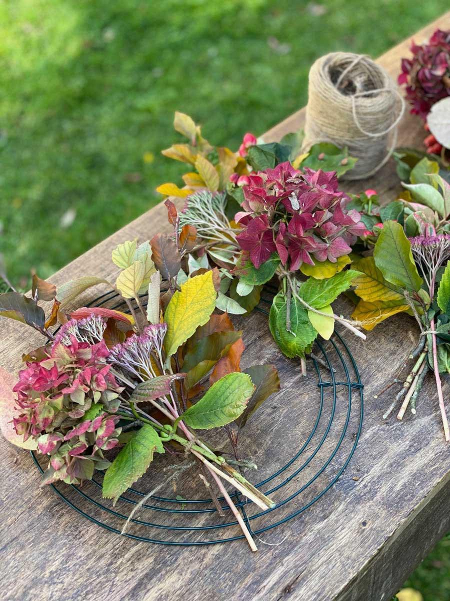tuto-couronne-automne-rustique-bouquets