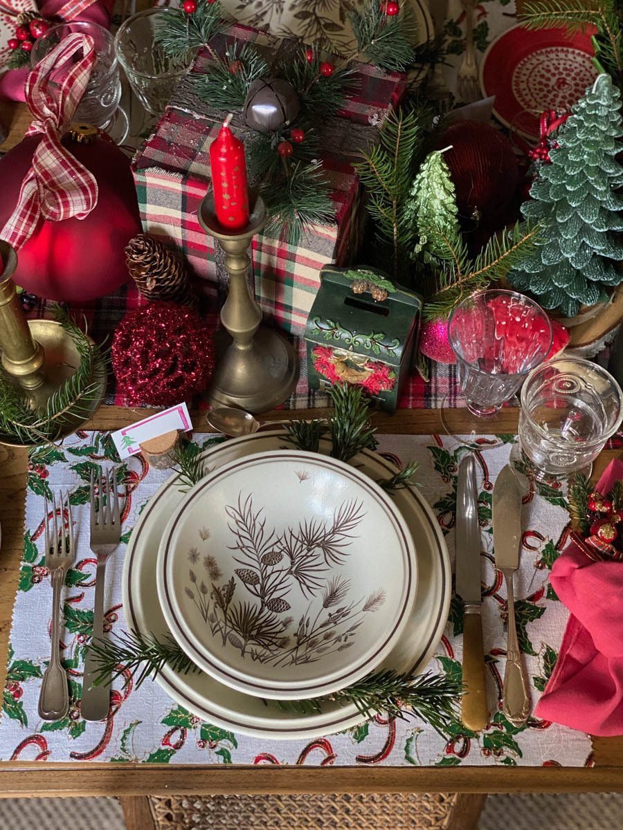 traditional-christmas-tablescape-table-fetes-noel-traditionnel-24