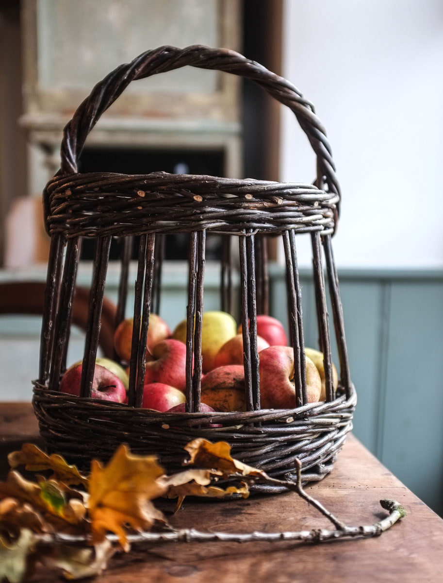 apples-basket-autumn-2