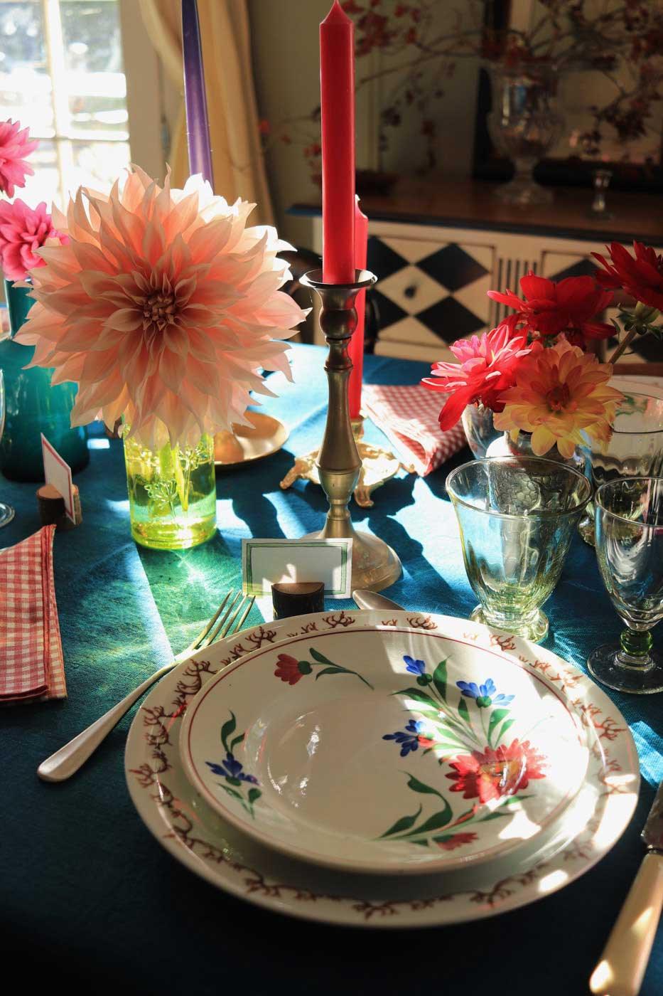 dresser-table-art-dahlias-tablescape-how-to-set-table-vt-04